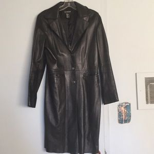 Bebe size 8. Rarely worn. Really soft leather.